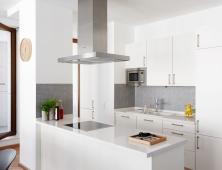 кухня из белого пластика